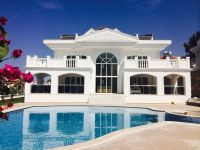 Palatial looking villa with a hint of Mediterranean style architecture